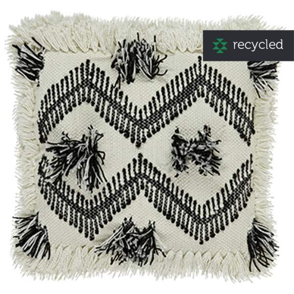 Outdoor cushion with fringes I liv interior