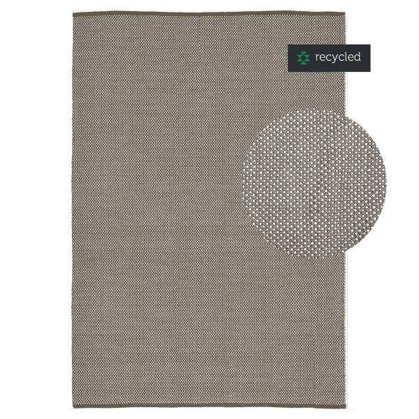 Schlichter klassischer Teppich in Grau-Braun von liv interior